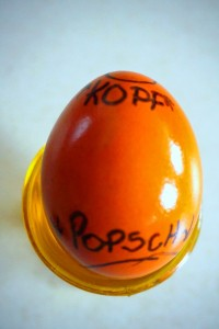 "egg head is the ""Kopf"" and the most narrow part of the ovid. Egg butt is the ""Popsch"" or ""Po"" and is the ""bottom"" part of the egg."